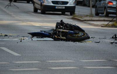 Motocicletta incidentata su strada