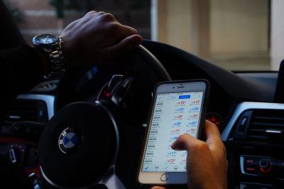 cellulare alla guida meno notifiche meno incidenti